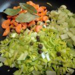 Как нарезать овощи для поджарки в суп - фото
