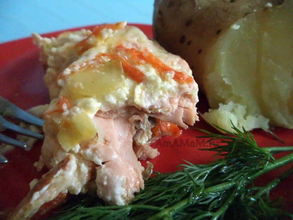 Рецепт горбуши с морковью, луком, майонезом и сыром