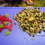 Цукаты и грецкие орехи на разделочной доске