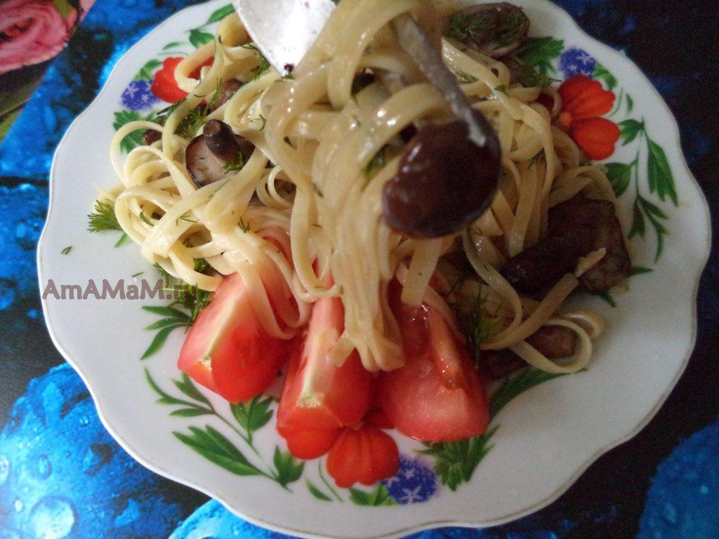 Обеды и ужины без мяса с грибами - лапша с замороженными маслятами