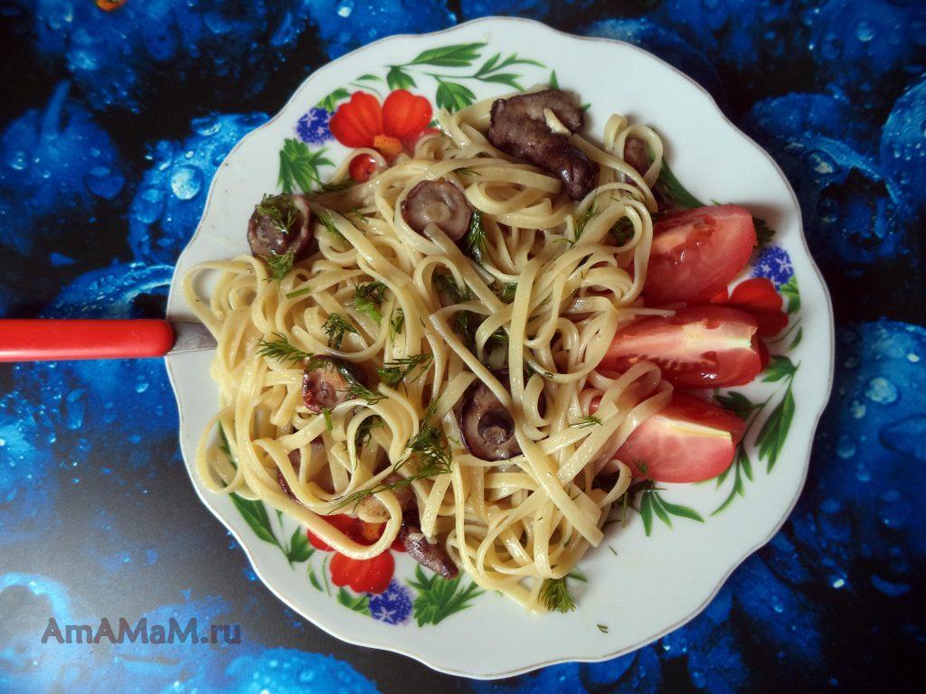 Рецепт для замороженных маслят - вкусный обед с длинными макаронами