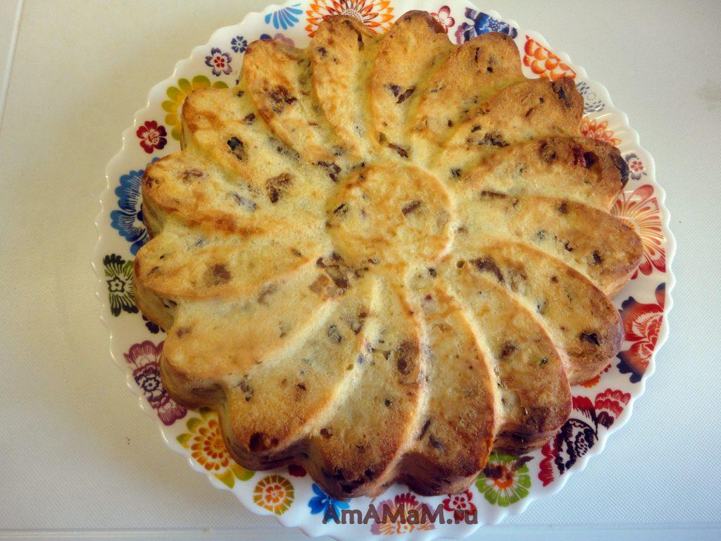 Инжирный пирог с изюмом и орехами