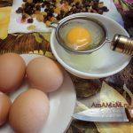 Яйца для пирога - отделение белков от желтков