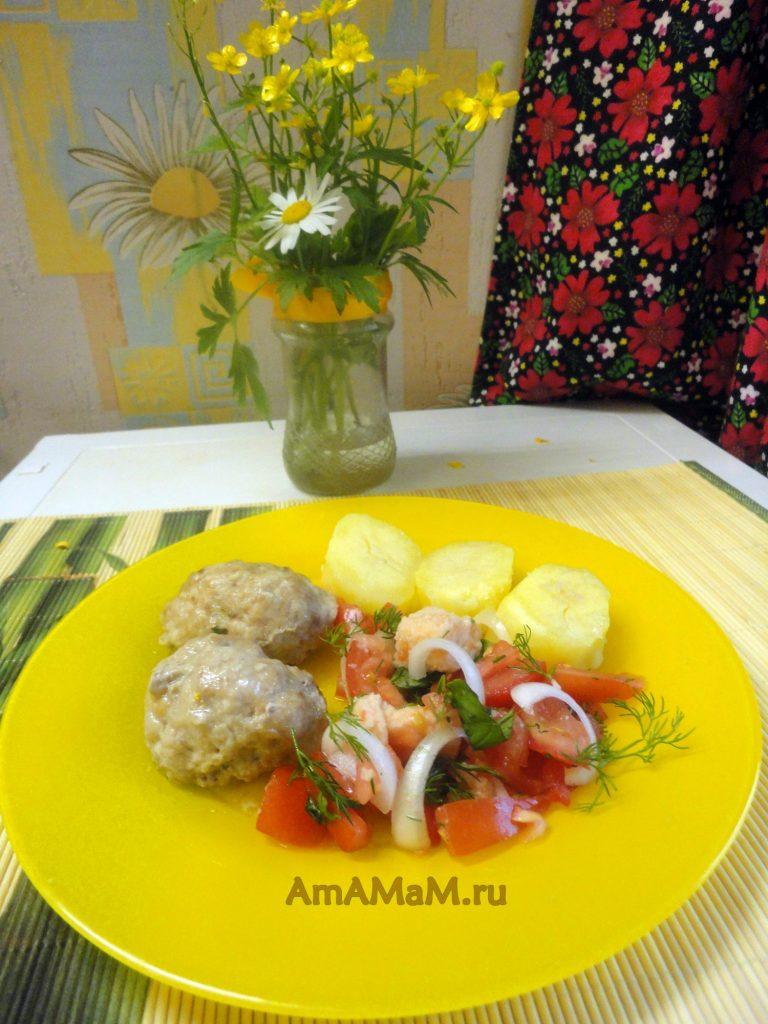 Рецепт легкого салата из помидора с белым хлебом