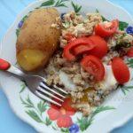 Жареный фарш с яйцом и вареным картофелем