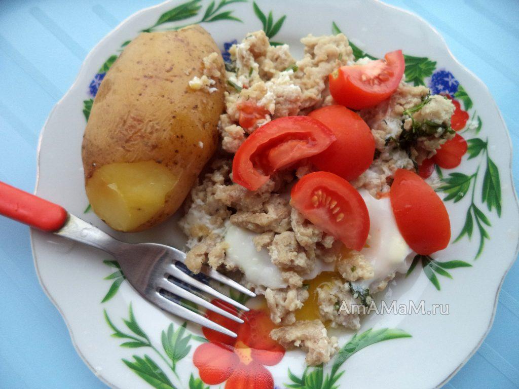 Картошка, жареный фарш и яйцо