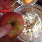 Тесто для оладий на яблочном пюре, апельсиновом соке и манке