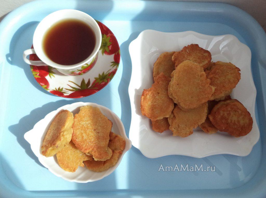 Приготовление яблочных оладьев - рецепт и фото