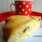 Пирог из кукурузной муки с изюмом на кефире