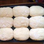 Фото пирожков перед выпечкой на противне