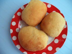 Печеные пирожки с клубничным и яблочным повидлом