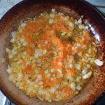 Лук с морковкой для овощного рагу