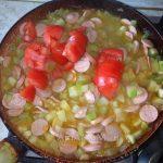 Приготовление рагу с картошкой, кабачком и сосками