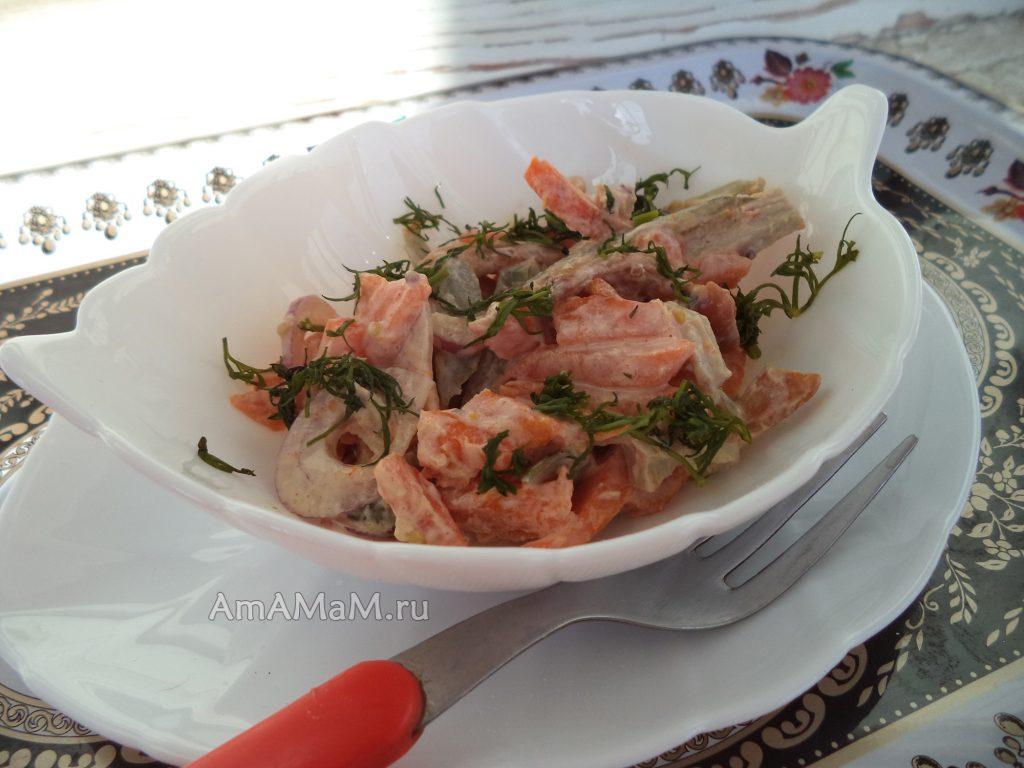 Рецепт мясного салата с грибами и огурчиками и свининой