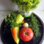 Что кладут в салат с жареной рыбой из овощей - фото