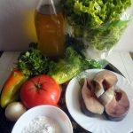 Приготовление салата с красной рыбой жареной - состав блюда