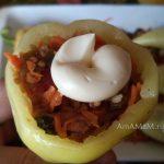 Перец с фаршем из овощей и макарон