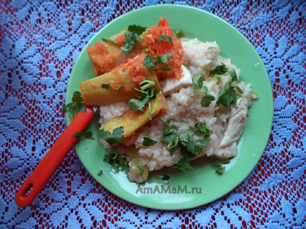 Салат из кабачков дольками на тарелке