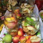 Компот на зиму из яблок, груш, нектаринов и брусники