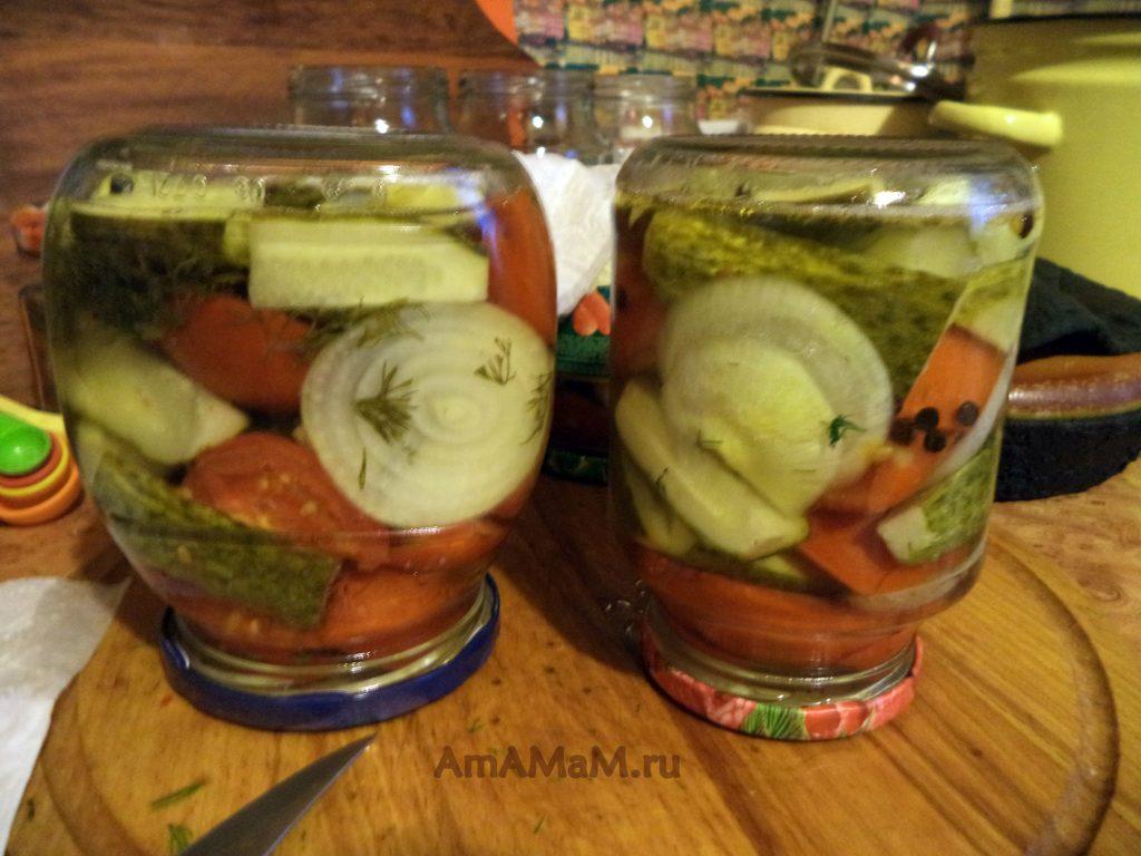 Банки с овощным салатом