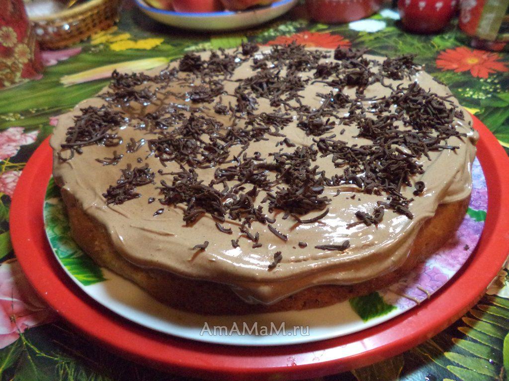 Шоколадный торт - бисквит с яблоками и сливочным кремом