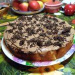 Яблочный шоколадный торт
