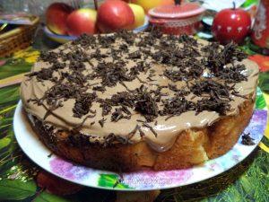 Яблочный пирог с шоколадным кремом