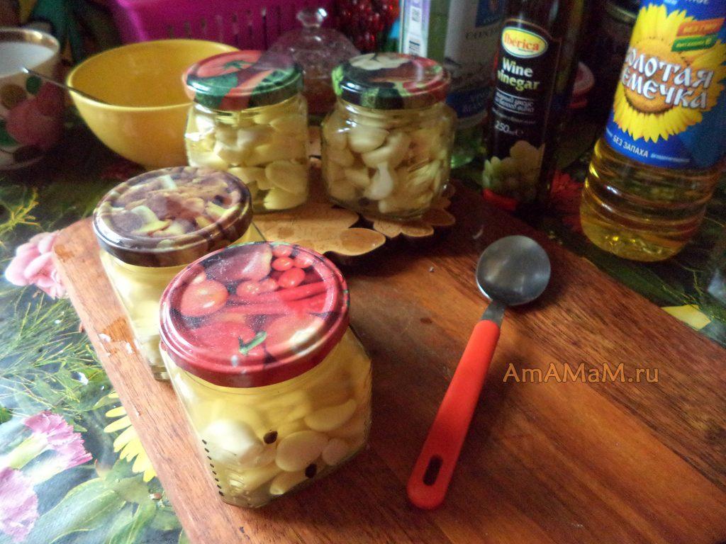 Способ приготовления маринованного чеснока на зиму