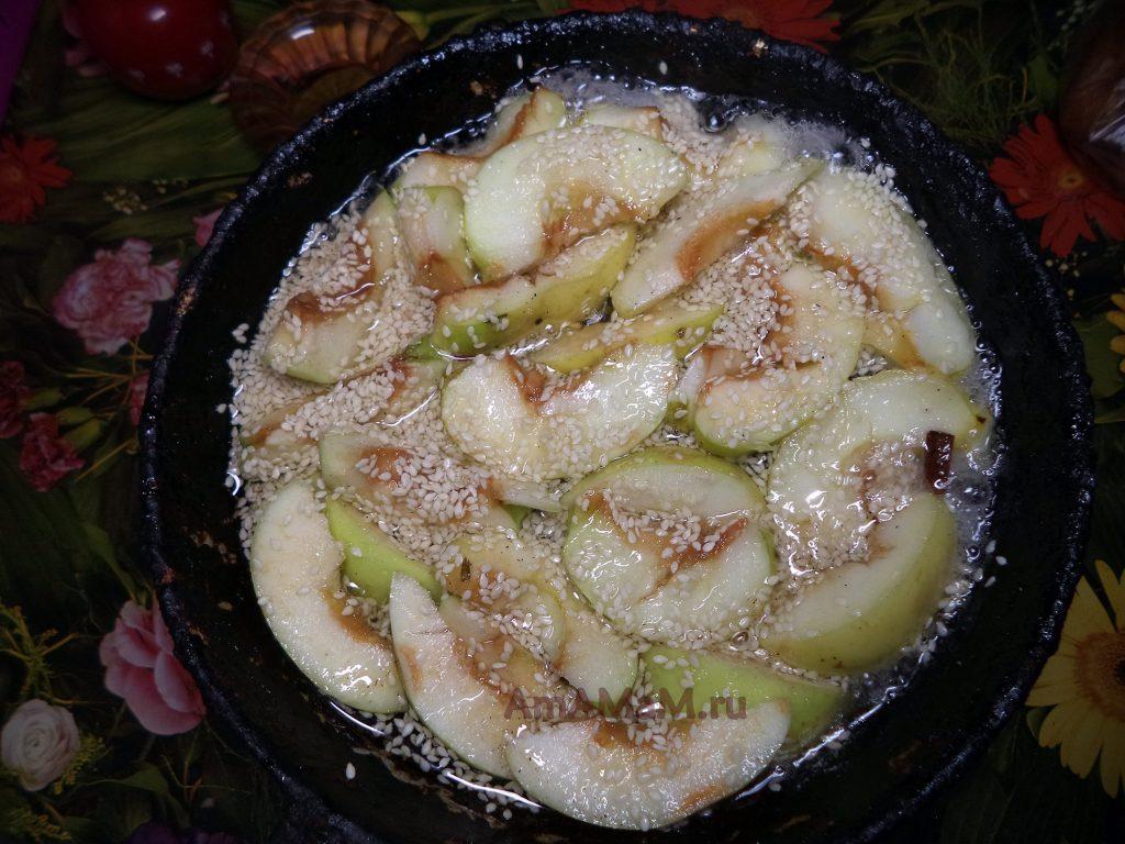 Яблоки с кунжутом - рецепт и фото
