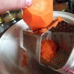 Приготовление фасоли в соусе из помидоров, яблока и моркови