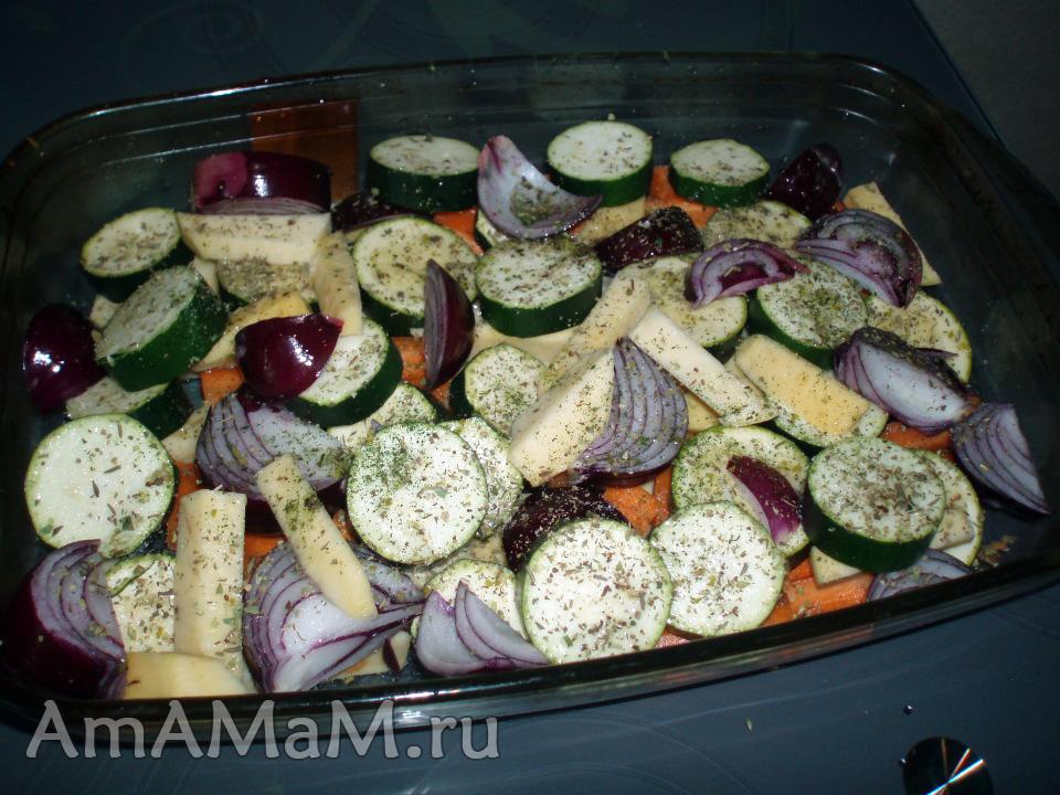 Как запечь овощи с курицей в духовке