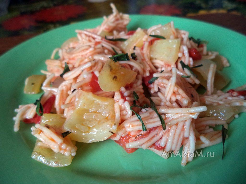 Блюдо из вермишели с перцем в томате