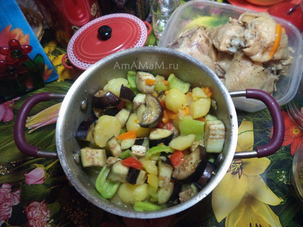 Способ приготовления тушеной курицы с картошкой и баклажанами