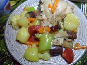 Бедрышки тушеные с картошкой, баклажанами, перцем и помидорами