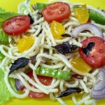 Салат со спагетти и маринованным желтком