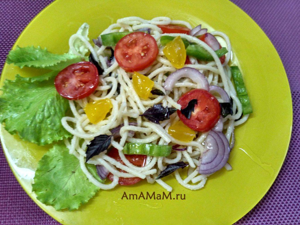 Салат с маринованными желтками из спагетти