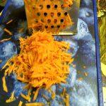 Крупная терка - натертая морковь