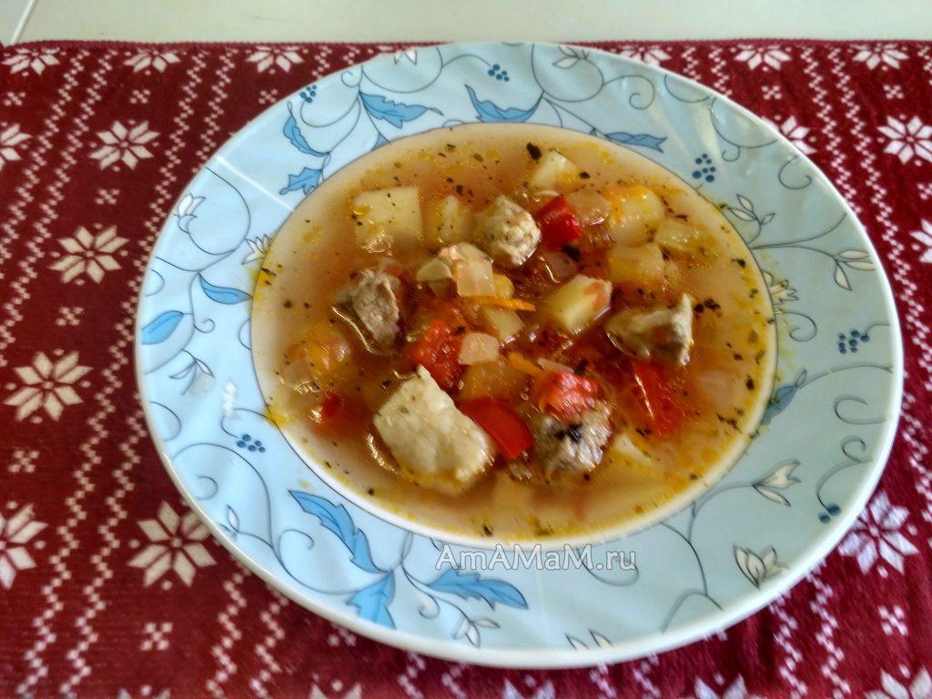 Суп из кусочков свинины (томатный)