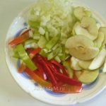 Овощи и яблоки для приготовления бедрышек