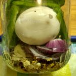 Маринованные яйца в банке