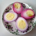 Разноцветные маринованные яйца