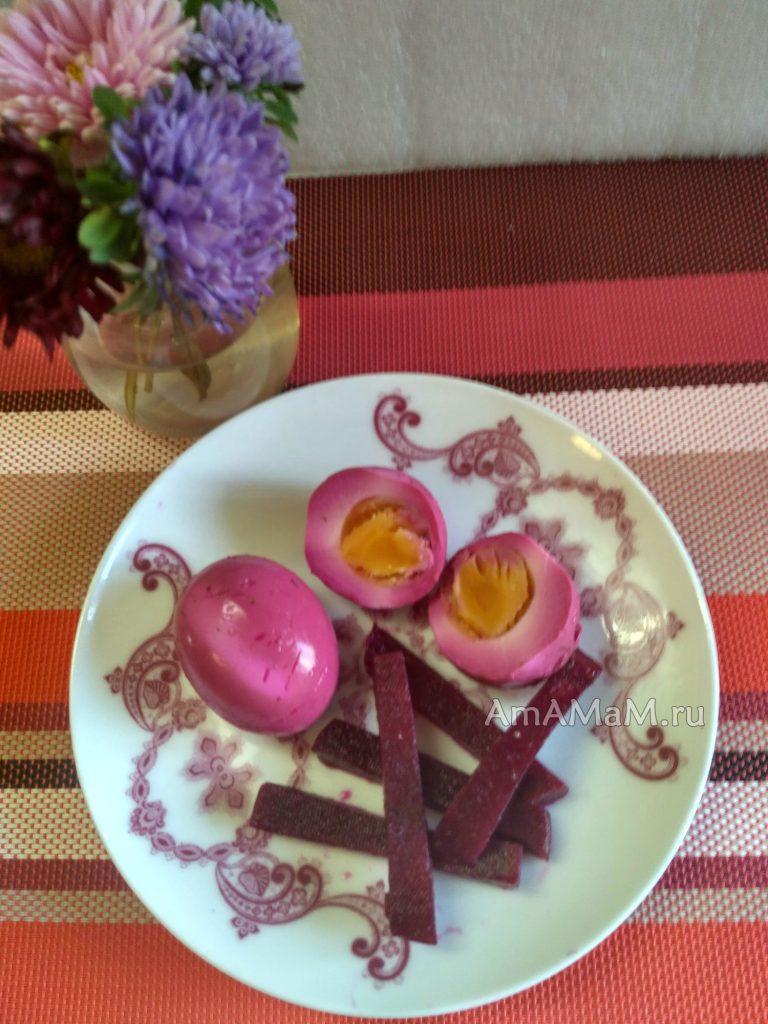 Яйца, маринованные со свеклой