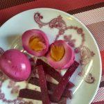 Красные маринованные яйца