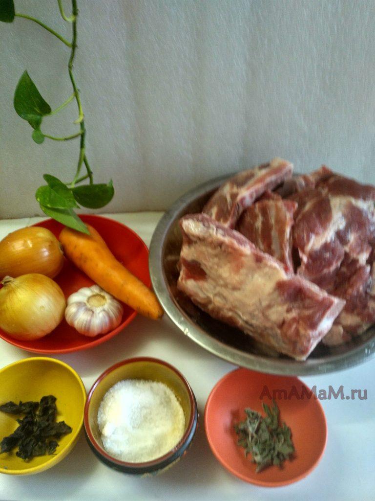 Треугольники-ребрышки, овощи и специи для тушения