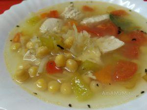 Суп из куриной грудки с нутом и тертым картофелем