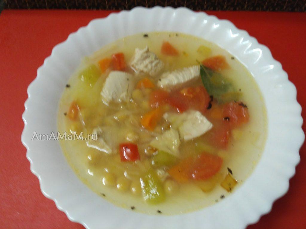 Восточный куриный суп с нутом и тертой картошкой