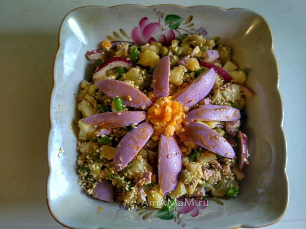 Рецепт оригинального салата с маринованными яйцами
