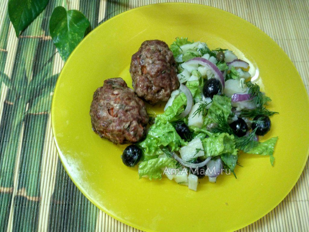 Салат картофельный и котлеты