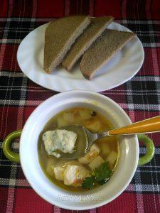 Суп куриный с галушками (чеснок, зелень, сыр)