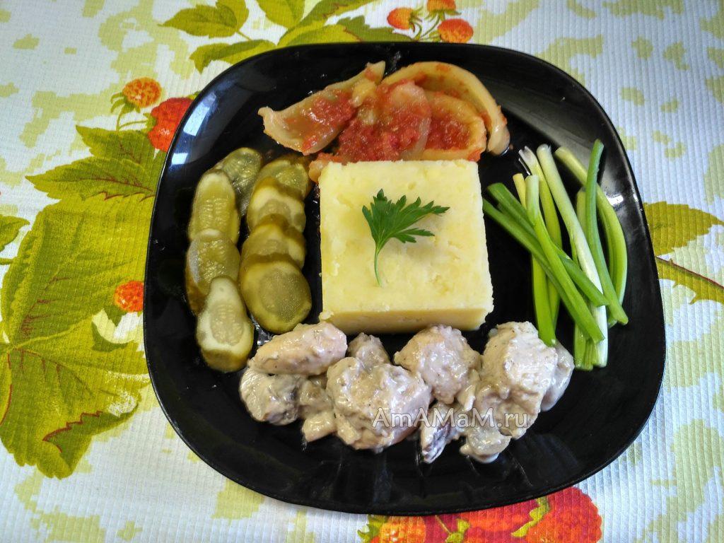 Ужин из грудки с белыми грибами и картошкой